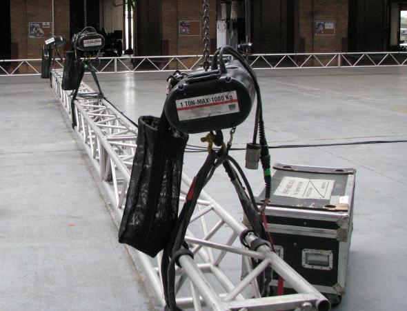 Stage lighting truss hoist